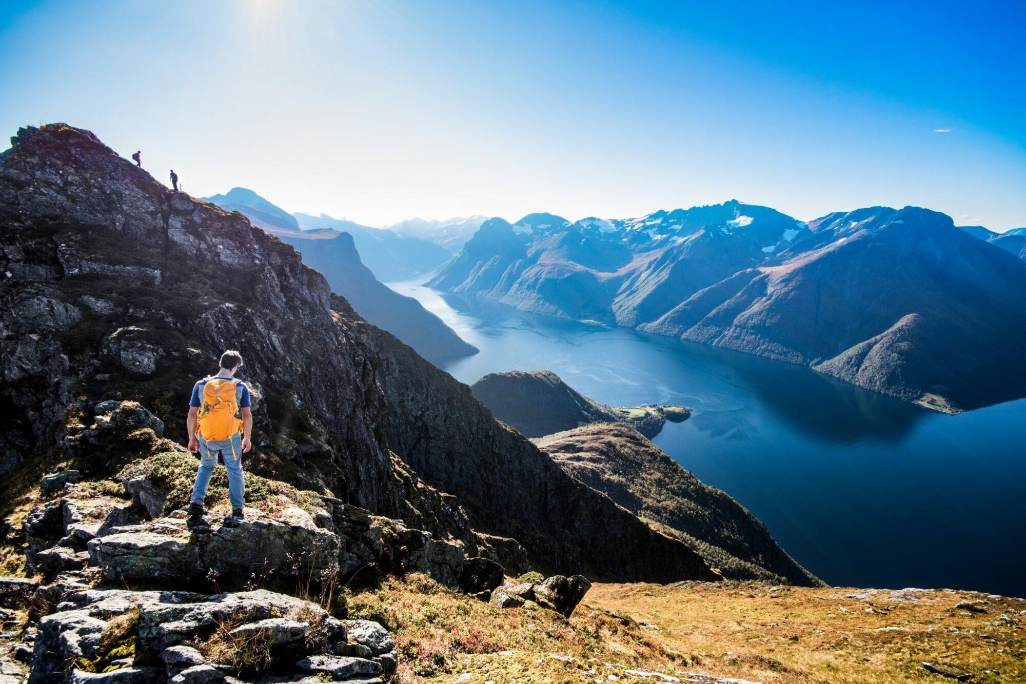 Flott utsikt over Hjørundfjorden.